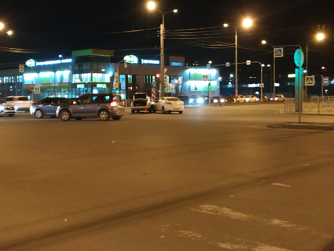 Перекресток Богатырского и Сизова славится ДТП каждый день ..