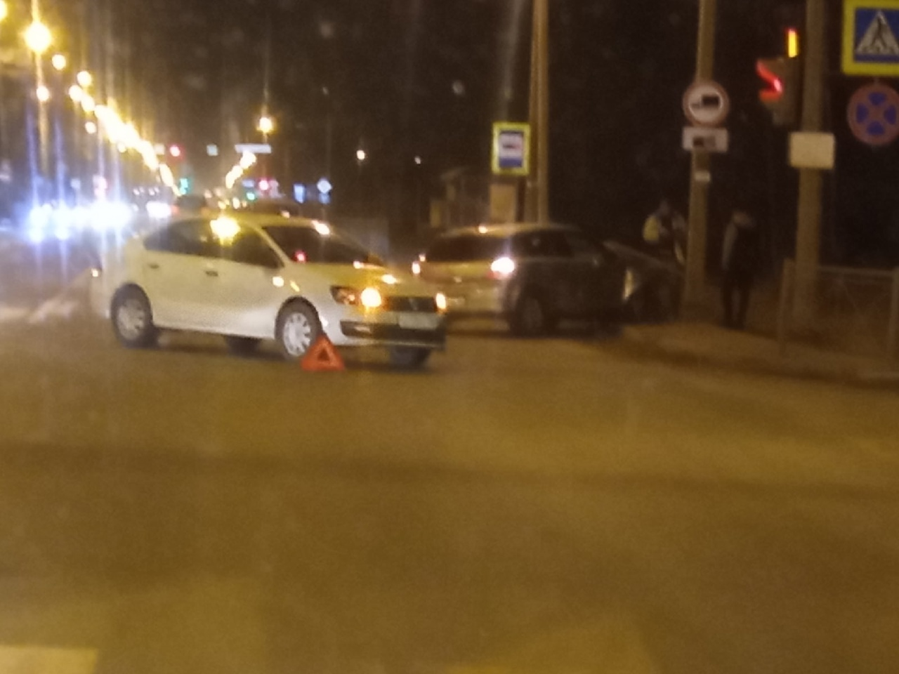 В городе Сертолово, в сторону Петербурга объезд по встречке. Одна из легковушек снесла забор, вторая...