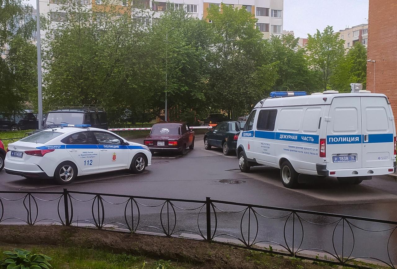 Сегодня около 14:00 по двору Будапештской 108/24 и мимо детской поликлиники полиция гонялась за води...