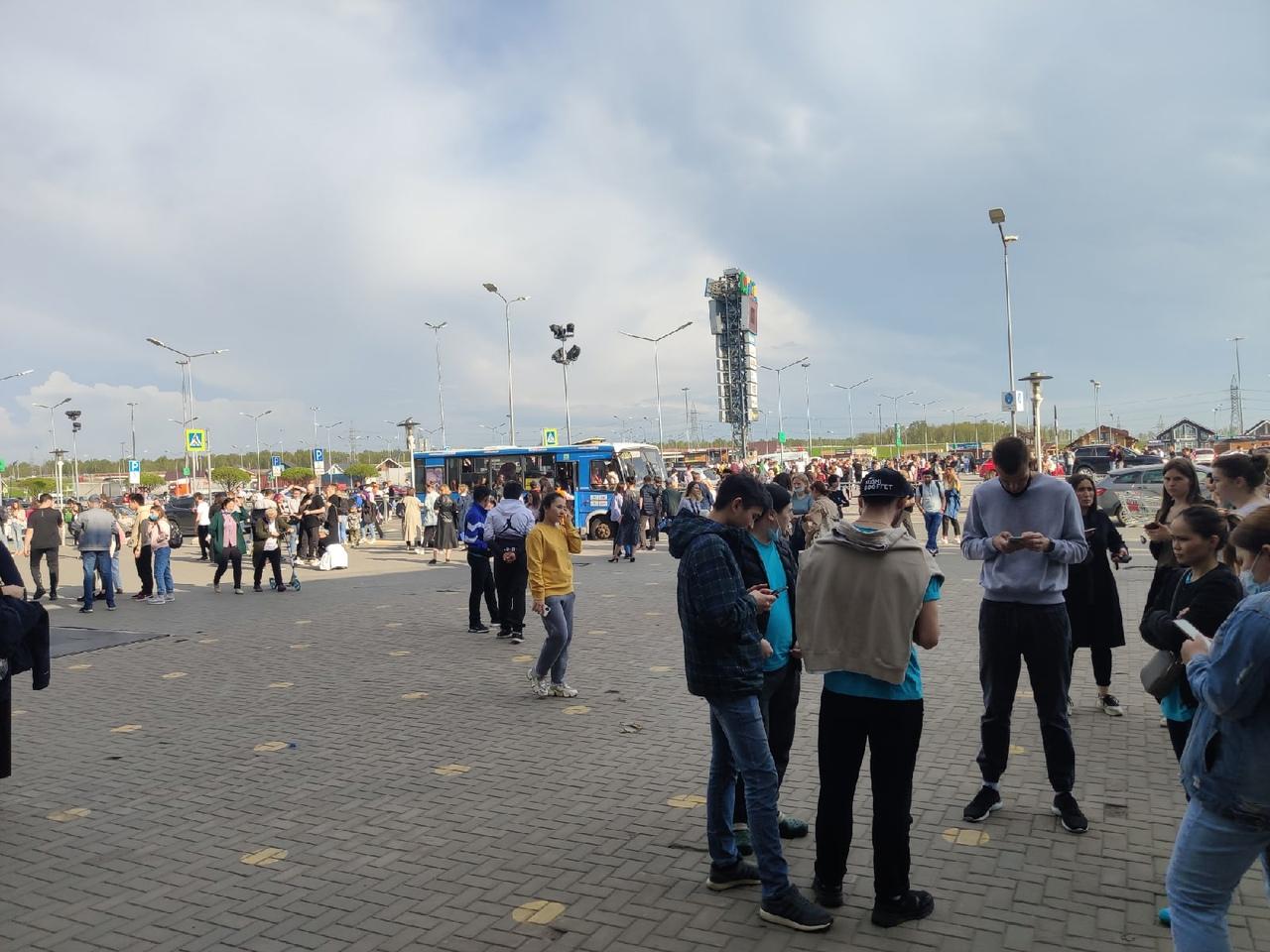"""В Икее """"Мега Дыбенко"""" проходила эвакуация всех посетителей. По имеющейся информации, в комплексе ср..."""