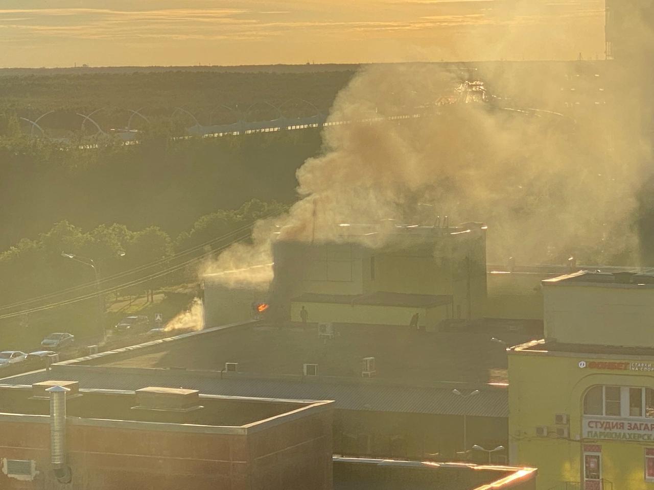 Пожар в здании магазина Перекресток на Планерной 49