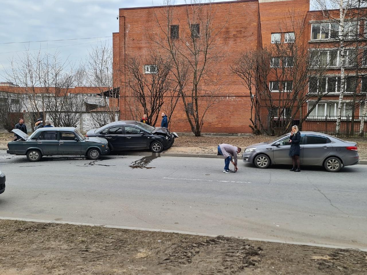 """На Байконурской улице """"Доброе Утро"""" Между проспектами Испытателей и Королёва"""