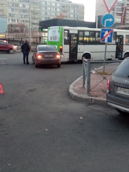 Нелепое дтп с маршруткой на Проспекте Славы в сторону Московской