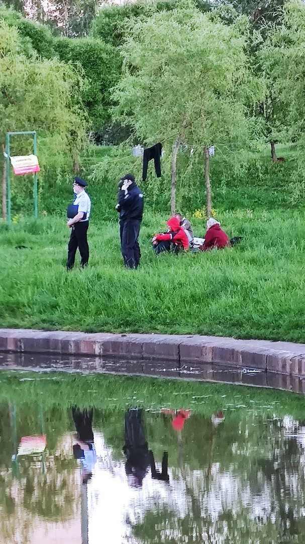 В парке Малиновка ищут утопленника.