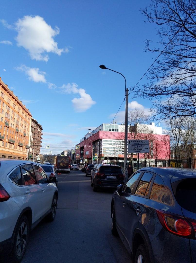 На Малом проспекте и Парусной небольшая пробка из-за ДТП.