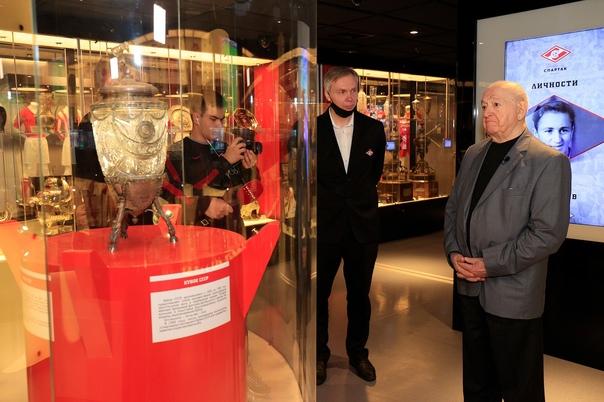 Никита Симонян передал все награды в музей «Спартака»