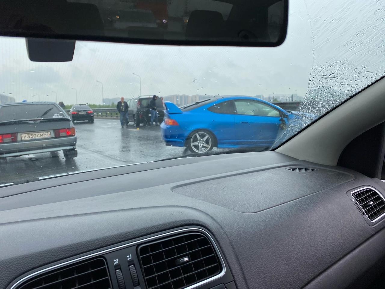 Спорткар разбили на КАД в районе съезда на Пулковское шоссе