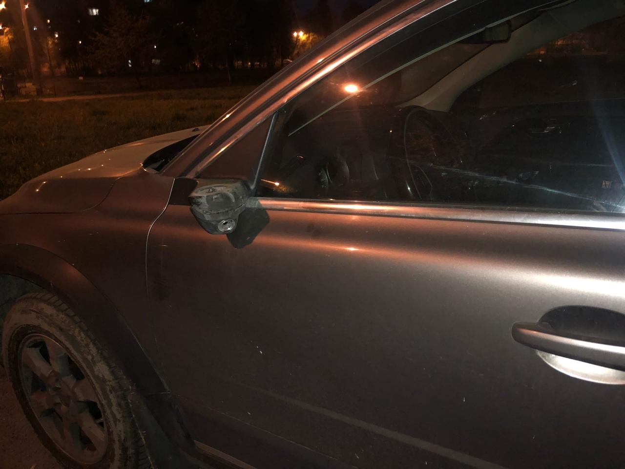 Сегодня (13 мая) срезали зеркала на Volvo XC 70 во дворе между домами 7 и 5 по улице танкиста Хрусти...