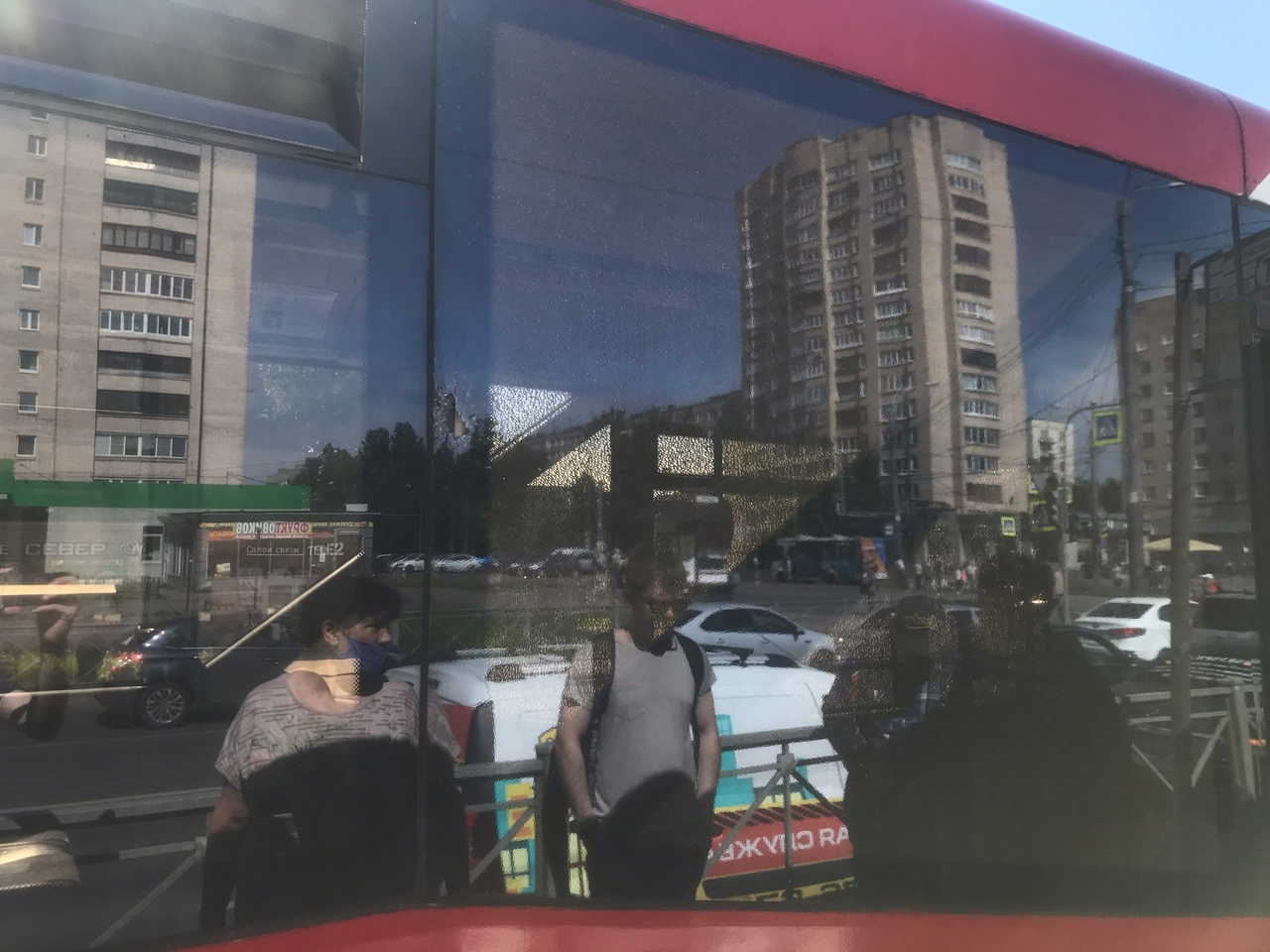 Пробито стекло у трамвая. Обстоятельства ЧП выясняются. Трамваи на улице Димитрова в сторону станции...