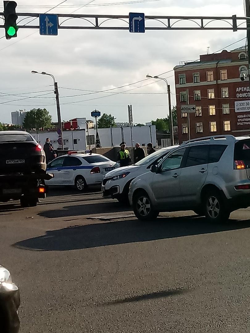 Не знаю какая по счету, но очередная авария на Боровом мосту через Обводный, заколдованное место.