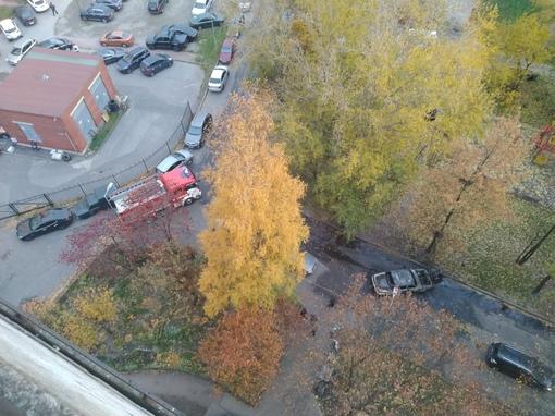 На Бухарестской 112 сгорел автомобиль.