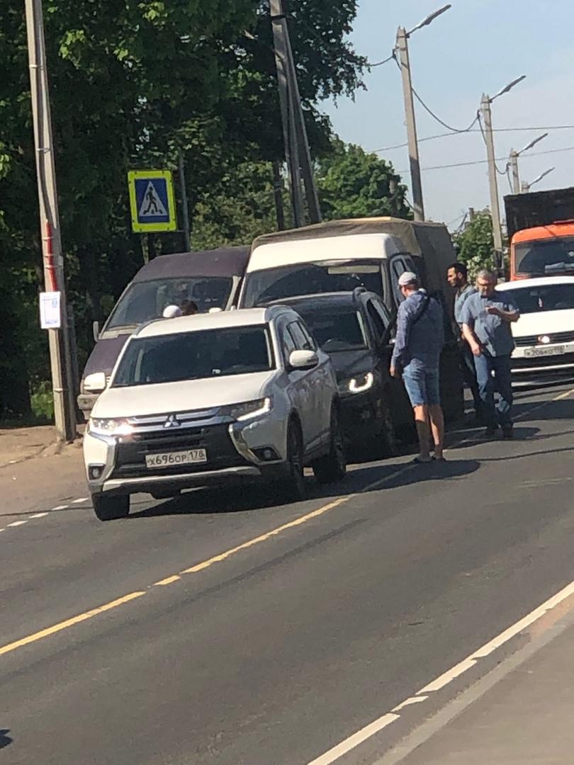 Авария у Вимоса в Романовке, будет пробка в сторону Ладожского озера!
