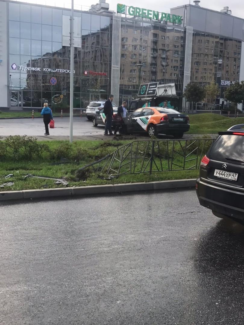 На территории Славянка на Изборской улице аренда Делимобиля «успешно» завершена…