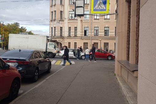 Паровозик на Уральском мосту в сторону 9й линии ВО. Будет плотно.
