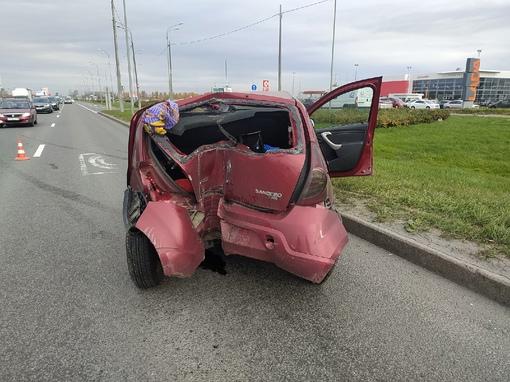 Ищем водителя грузовика, который впечатался мне в бок, меня развернуло и выкинуло об столб, грузовик...