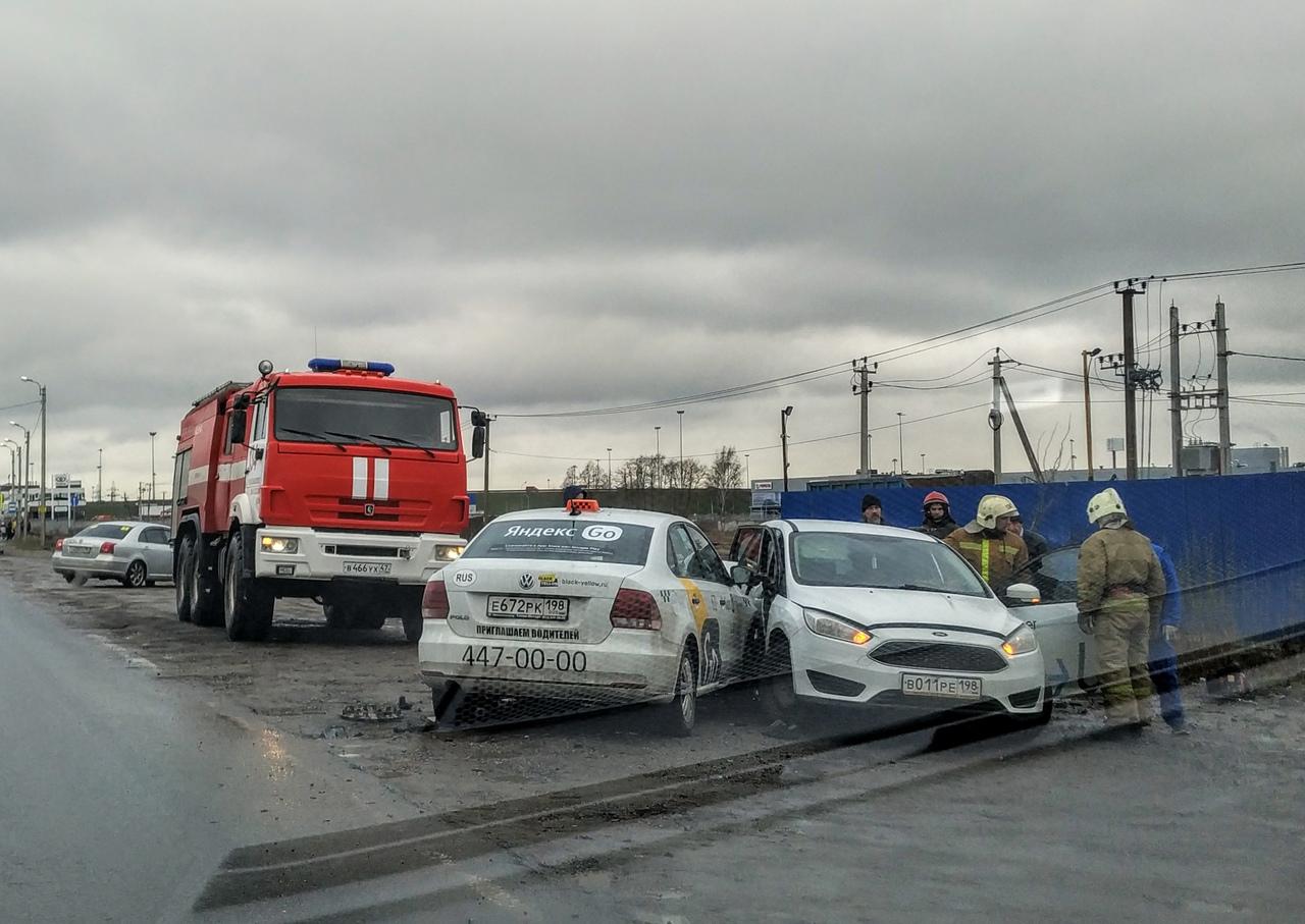 Ставшее уже традиционным ДТП на Волхонском шоссе с разворачивающимися на выезде из поселения Горелов...