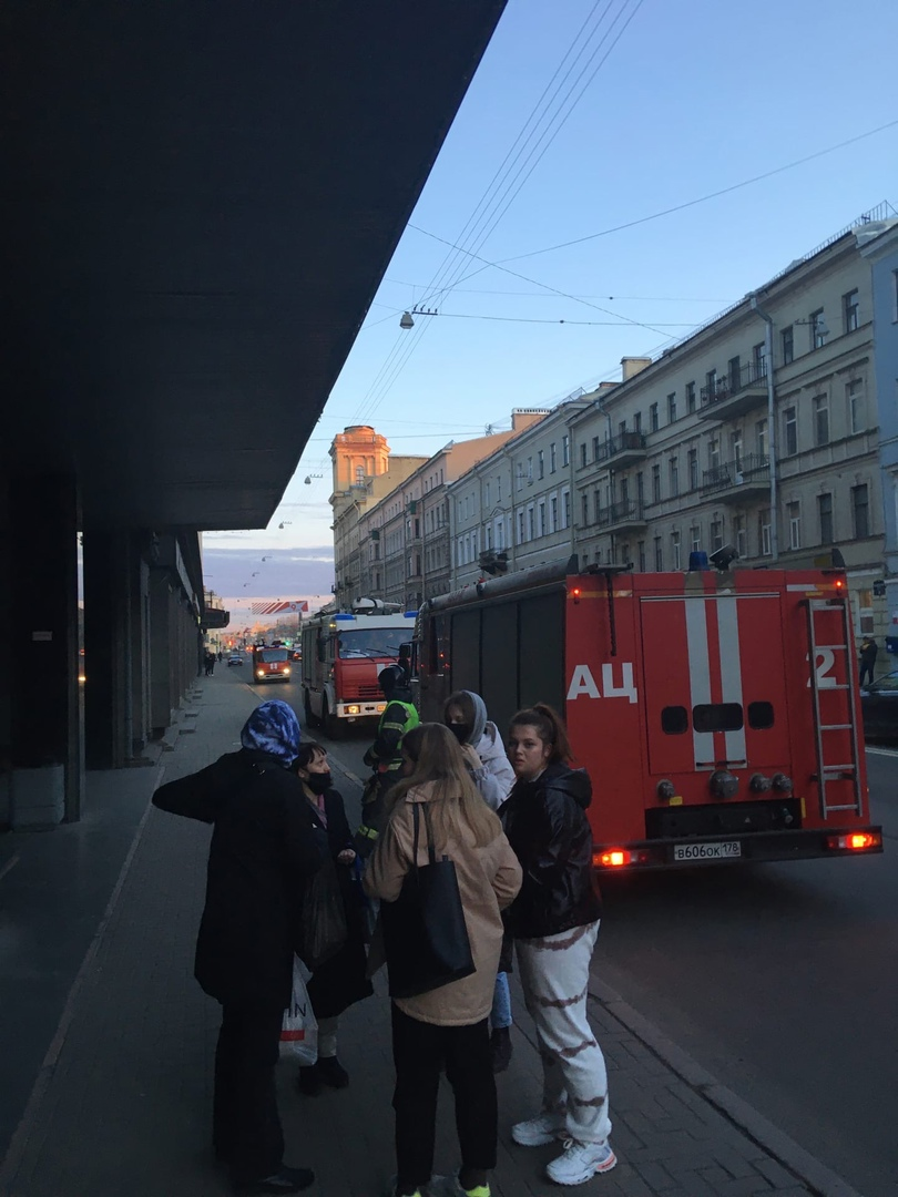 На Вознесенском 44 в Санкт-Петербургском университете технологии и дизайна сработала пожарная сигнал...
