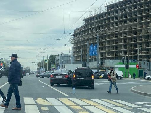 На перекрестке Энергетиков и Заневского Hyundai как-то неправильно пытался обогнать ладу.