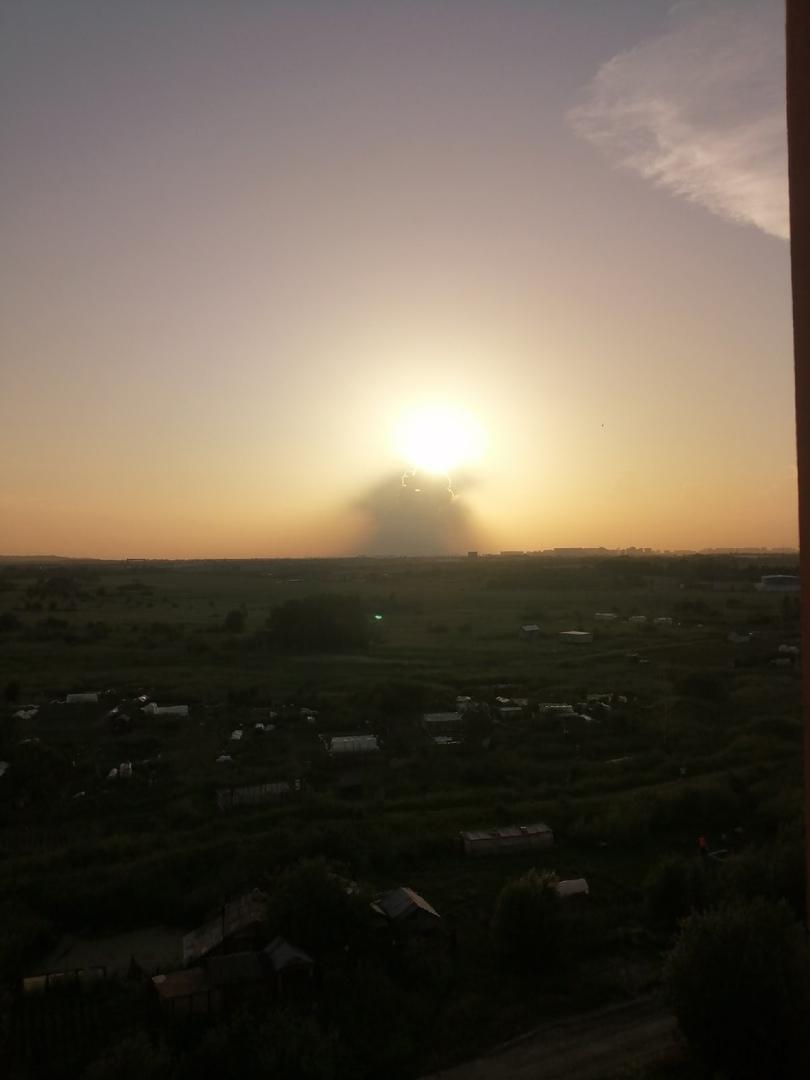 Не ДТП и не ЧП. Единственное облако, закрыло сегодня солнце, перед горизонтом. ⛅