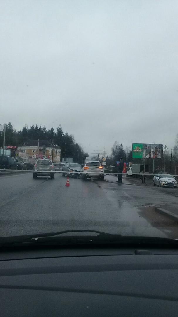 Два автомобиля столкнулись в Агалатове. Ограничение в населенном пункте 40 км/ч. Подробности ДТП не ...