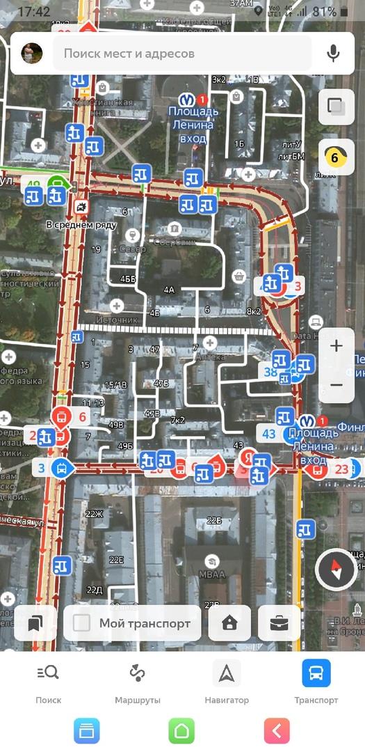 Площадь Ленина, Финляндский вокзал, движение парализованно. Общественному транспорту проезда не дают...