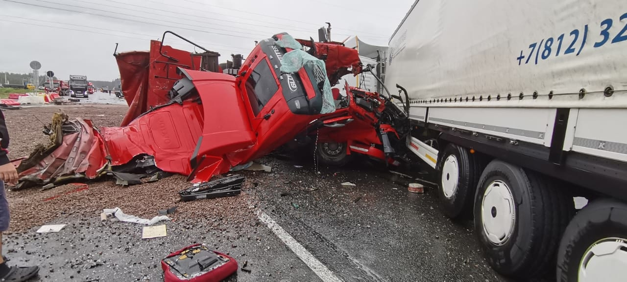 Серьезное ДТП произошло на 115 километре трассы А-181 Скандинавия, по направлению из Санкт-Петербург...
