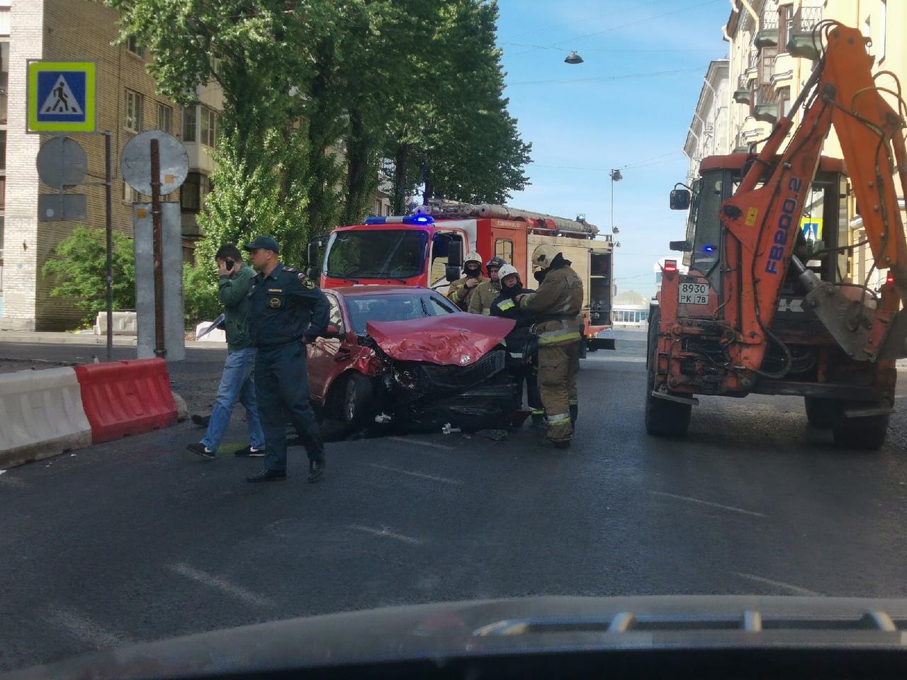 Киа разбилась на Карташихиной улице
