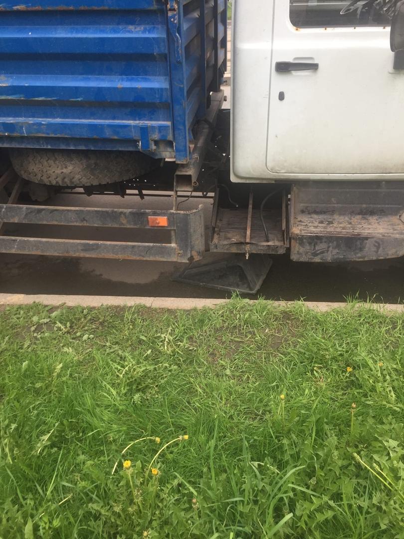 Сегодня ночью по улице Дыбенко были украдены аккумуляторы.Сняли с нескольких грузовиков.Может кто чт...