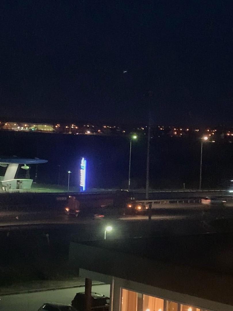 Фура и легковушка нашли друг друга на Пулковском шоссе 107, свет на трассе отключён