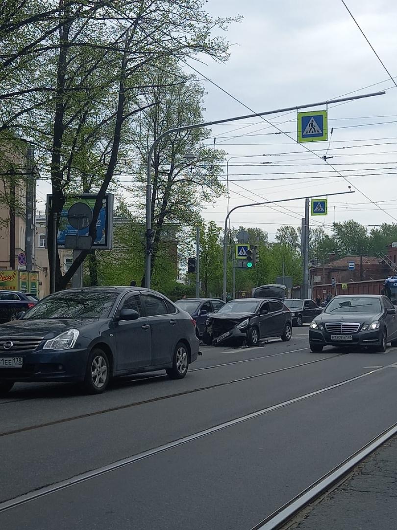 Двое не смогли разъехаться на перекрестке улиц Михайлова и Комсомола