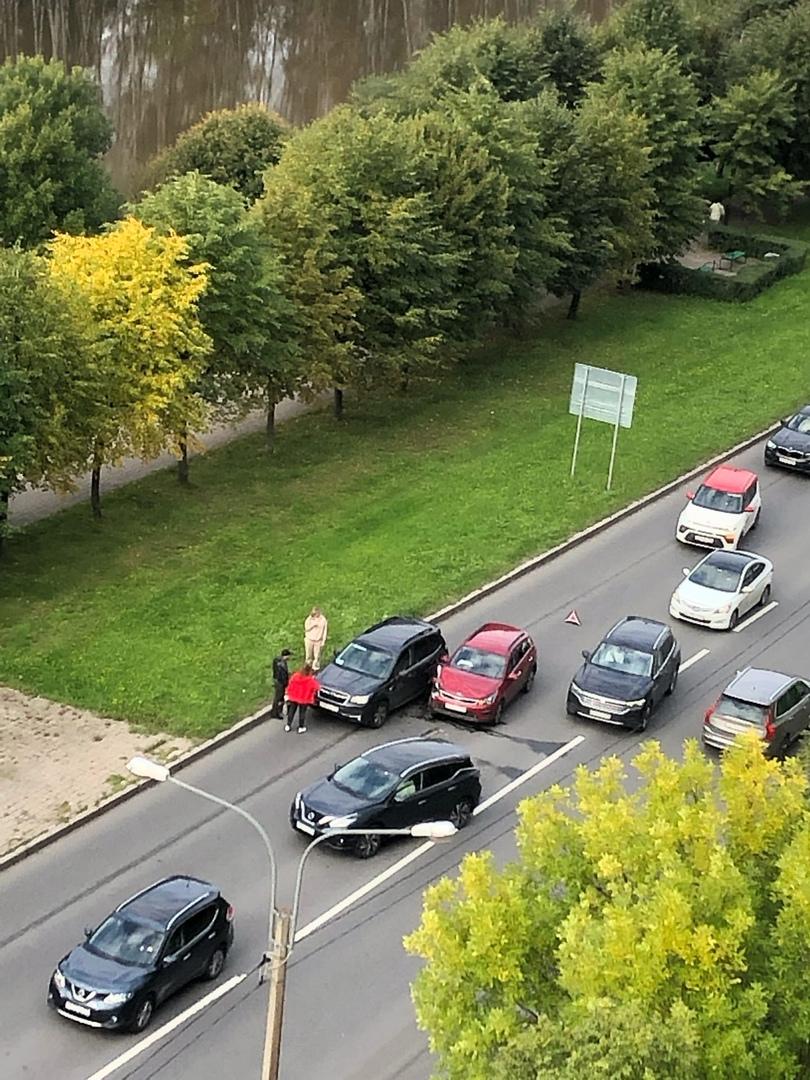 Дтп на Планерной заставляет водителей объезжать по встречке