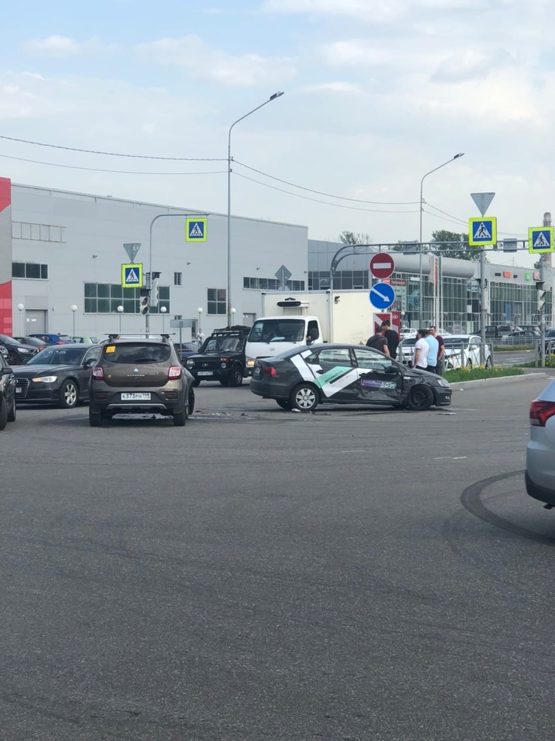 КаршФарш на перекрёстке Софийской и Салова Проезду не мешают