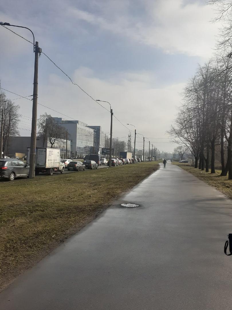 Опять не работает светофор на перекрёстке шоссе Революции и Индустриального. Не советую туда ехать