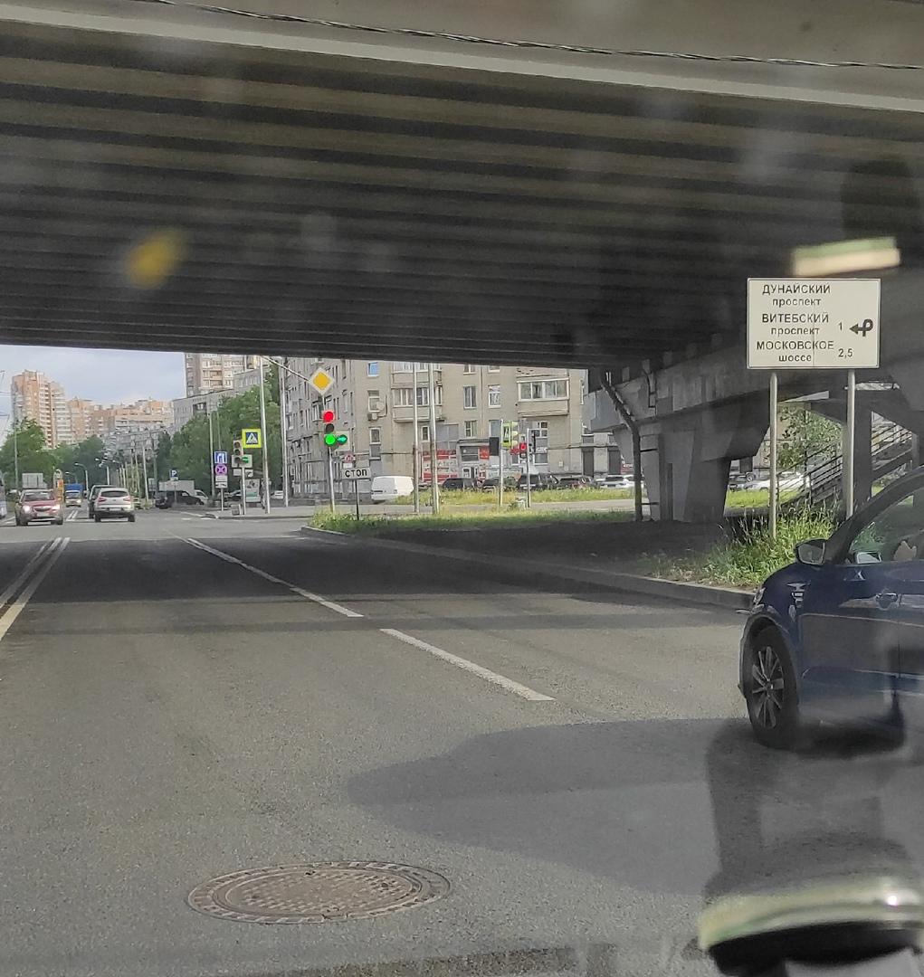 Утренняя неопределенность, тяжёлые времена у светофора на Малой Балканской под Дунайским путепроводо...