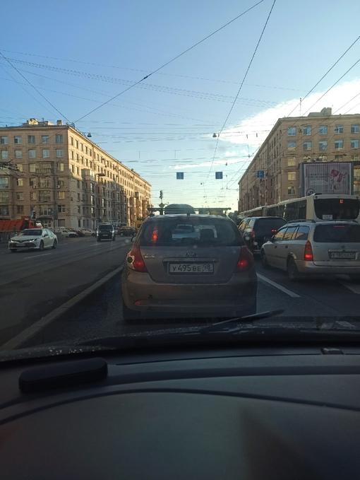 Не работает светофор на перекрестке Бабушкина и Ивановской.