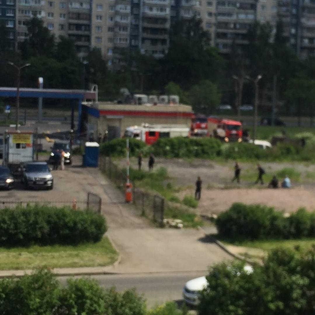 Красносельский район, Ленинский проспект , горит Бургер Кинг Приехали 4 пожарные машины , через 5 м...
