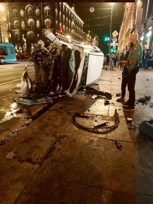 На Невском столкнулись каршеринг, Audi и lexus, Карш прилег