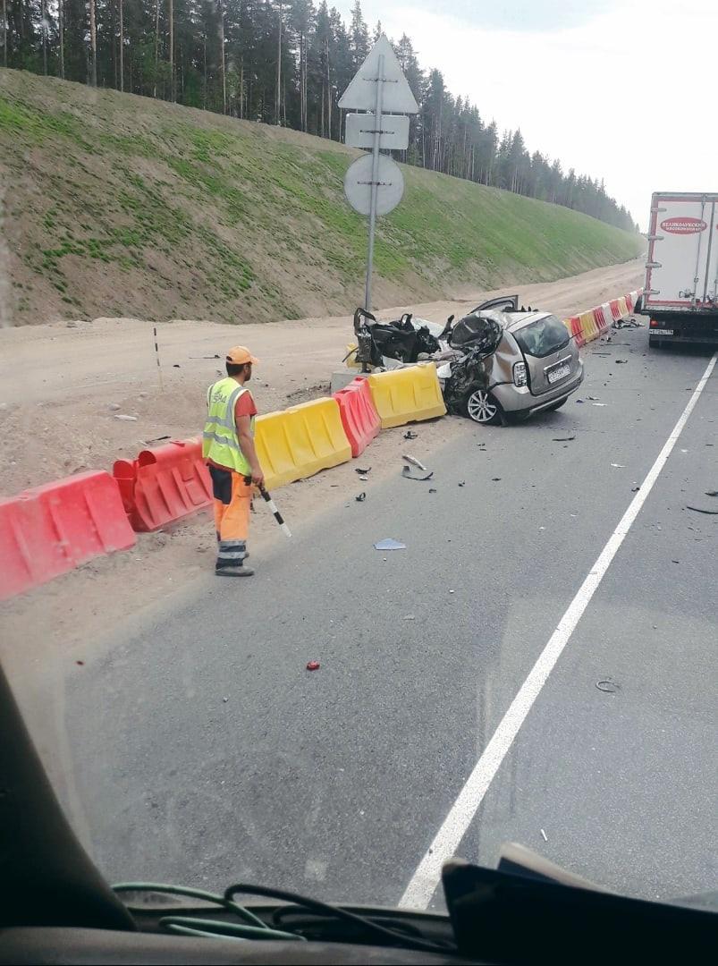 """ДПС перекрыта трассу А-181 """"Скандинавия"""" в оба направления из-за аварии на 112 км. На Renault Дастере п..."""