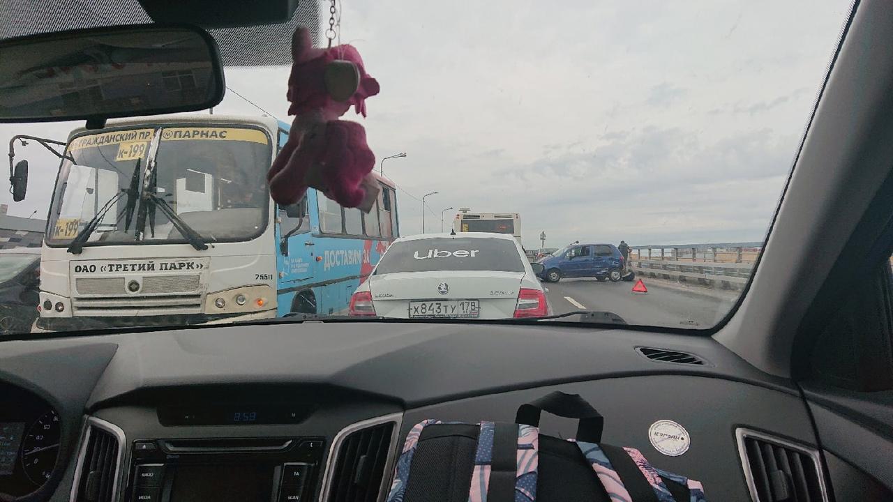 Авария на пр. Энгельса на мосту в сторону Гранд Каньона. Пробка от Николая Рубцова! Будьте аккуратны...