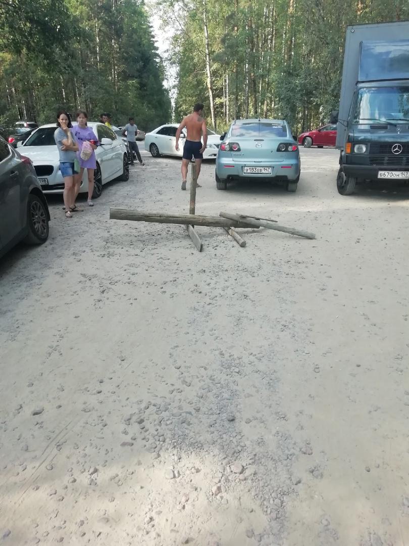 11 июля ездили в п. Мяглово на карьеры, купаться. При въезде с центральной дороги, наткнулись на шла...