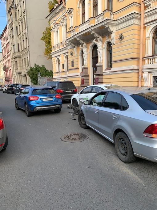 Авария на Фурштатской напротив дома малютки.