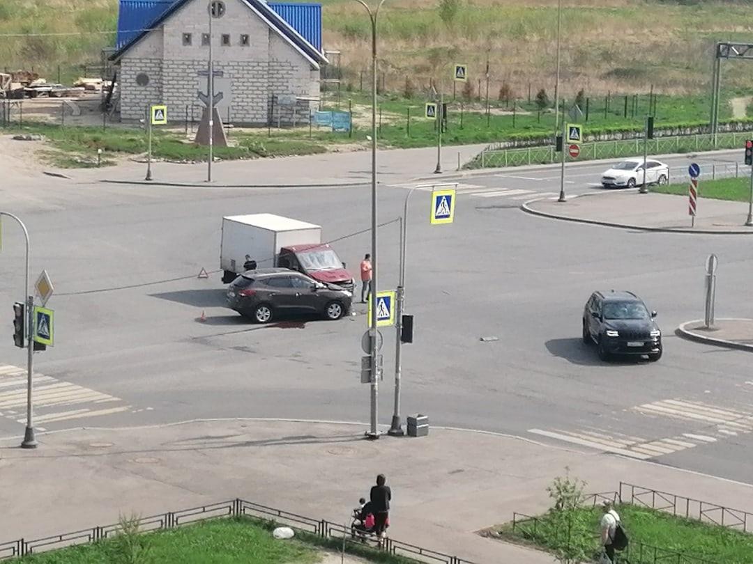 Сколько должно ещё произойти дтп на перекрестке Маршала Казакова и Героев, чтобы установили стрелку ...