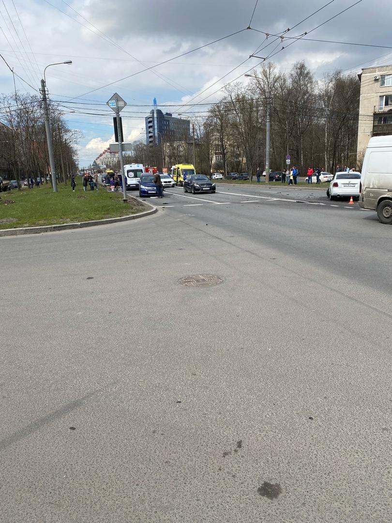 Авария на Краснопутиловской у дома 121