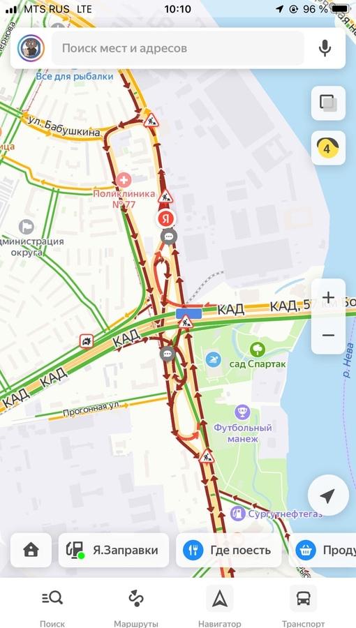 Огромные пробки на всех съездах с КАД и на КАД в Обухово. Из-за чего здесь так не понятно.