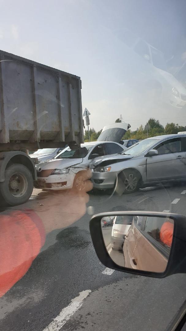 В городе Кудрово тройное ДТП. Пробка началась(