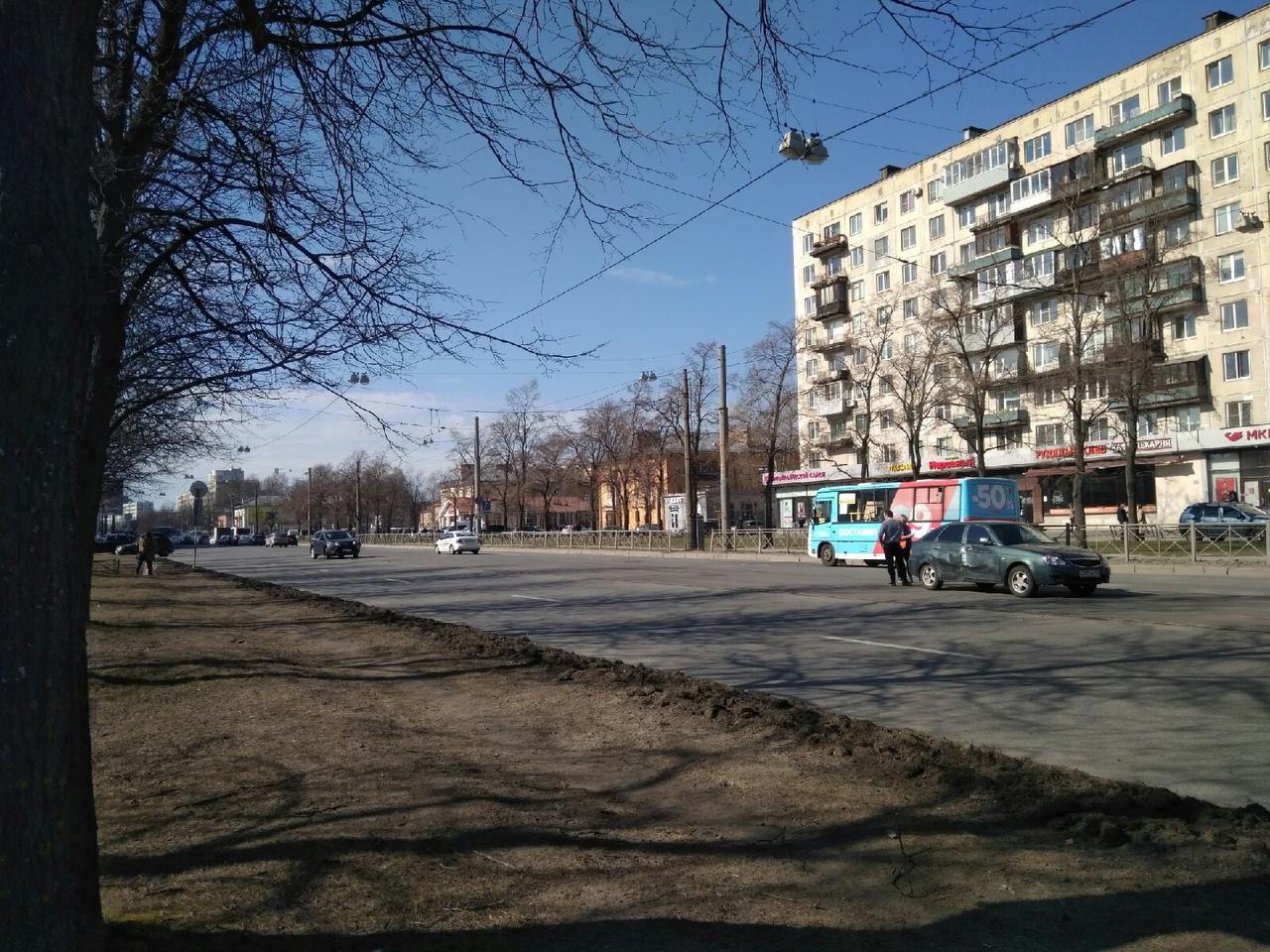 На проспекте Науки 21, время 15:24, трамваи сейчас встанут в обе стороны.
