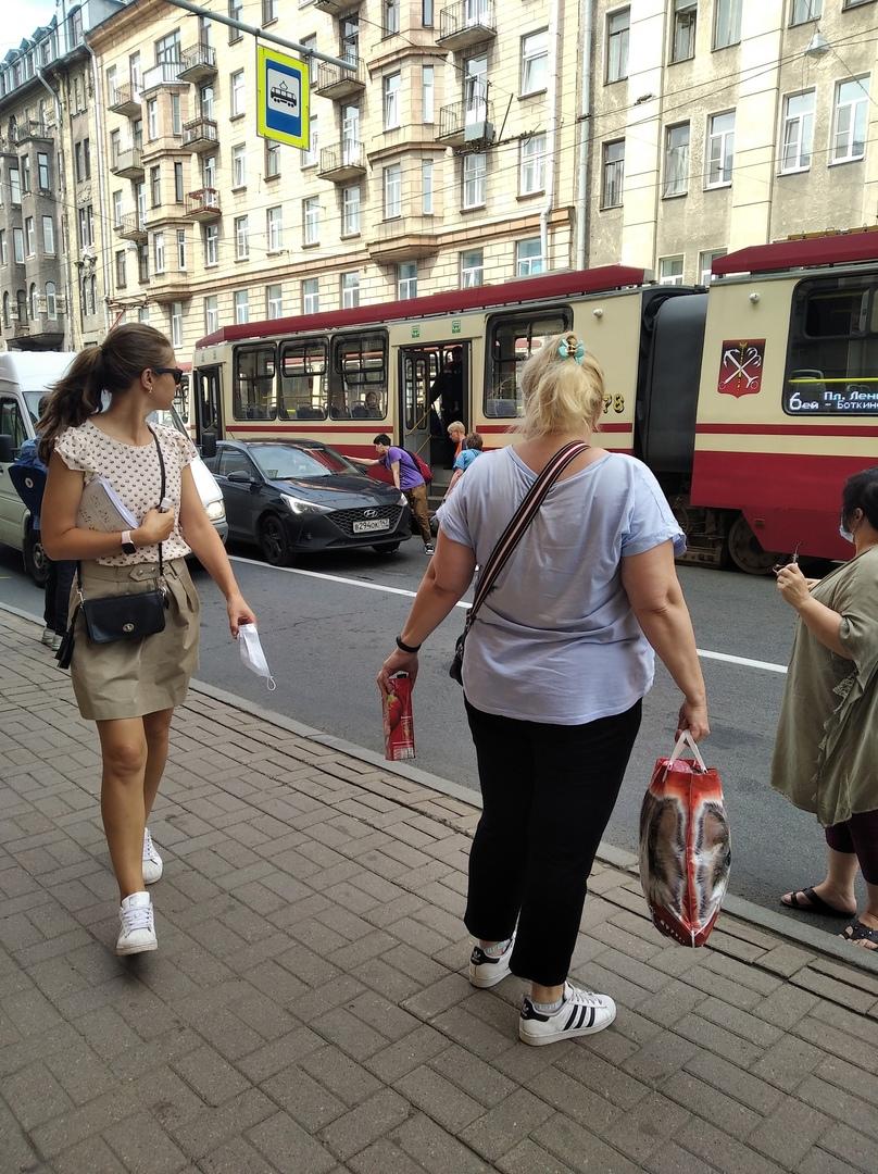 Сегодня примерно в 11:35 рядом с улицей Чапаева, неизвестный наехал на ногу парня, который выходил и...