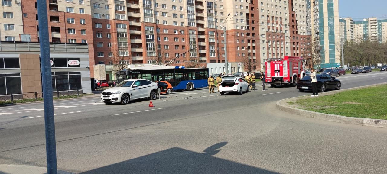 Массовая авария на Комендантском проспекте.