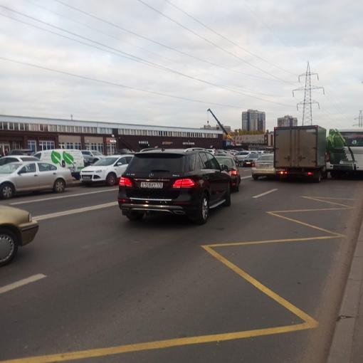 ДТП на Маршала Новикова 28А, от Автобусной к Вербной ,заняли обе полосы.