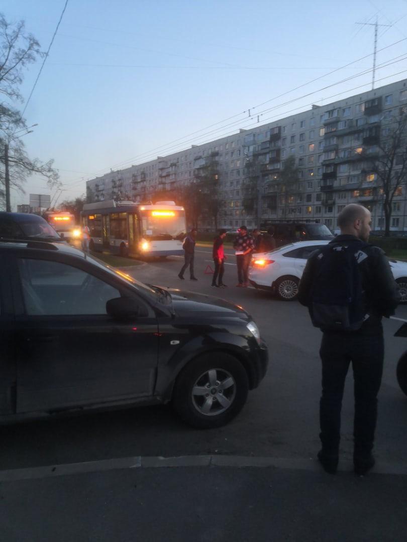 Авария на пересечении Светлановского проспекта и Учительской улицы.